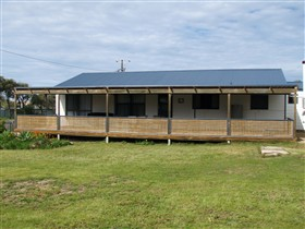 Surfin Sceales Beach House - Accommodation Tasmania