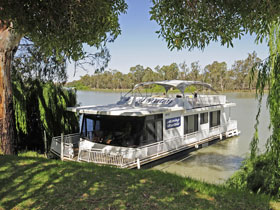 Moving Waters Self Contained Moored Houseboat - Accommodation Tasmania