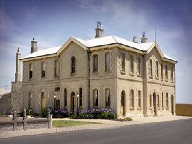 The Customs House - Accommodation Tasmania