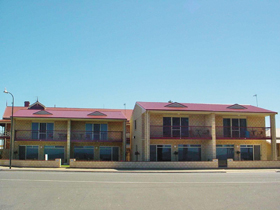 Tumby Bay Hotel Seafront Apartments - Accommodation Tasmania