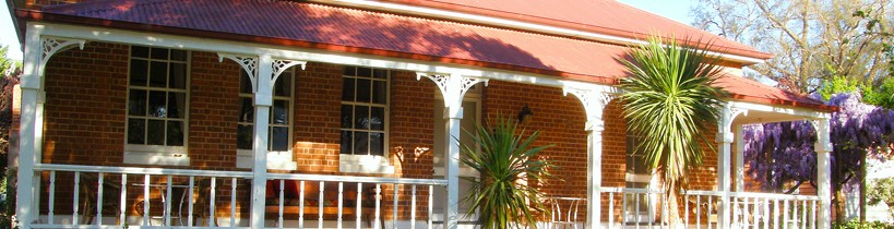 Araluen Old Courthouse Bed and Breakfast - Accommodation Tasmania
