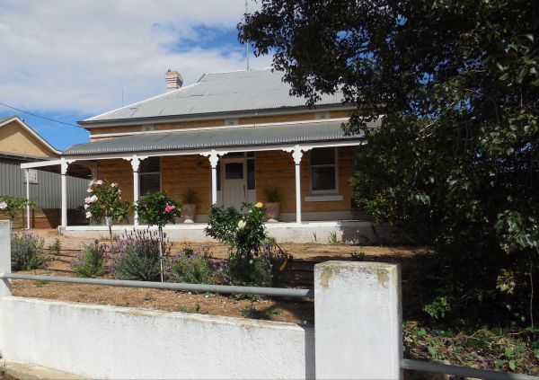 Book Keepers Cottage Waikerie - Accommodation Tasmania