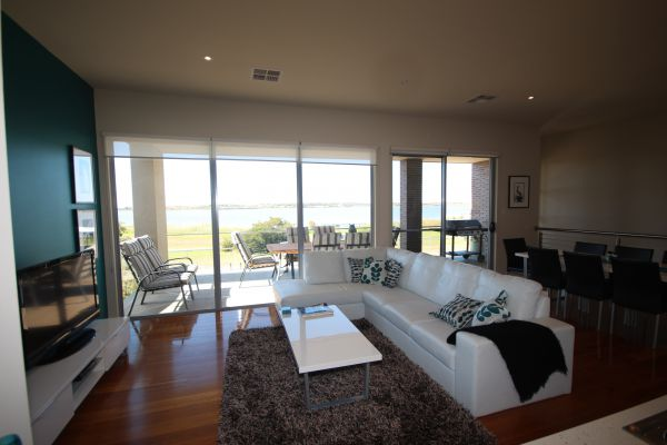 LJ Hooker Goolwa Holiday Rentals - 42 Underwood Avenue, Goolwa Beach