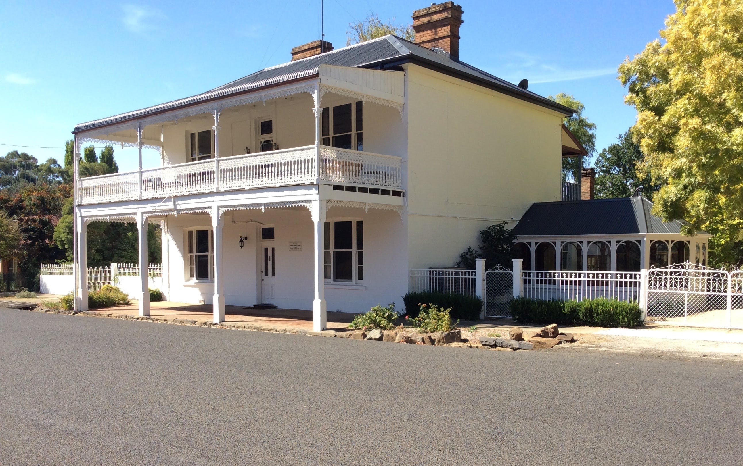 The White House Carcoar - Accommodation Tasmania