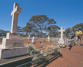 Old Pioneer Cemetery Coolgardie - Accommodation Tasmania
