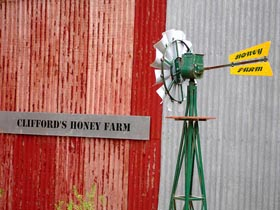 Clifford's Honey Farm - Accommodation Tasmania