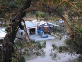 Pyramids Road Wines - Accommodation Tasmania