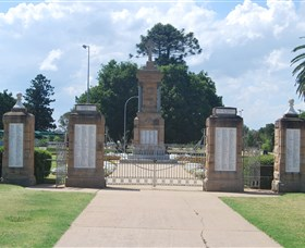 Warwick War Memorial and Gates - Accommodation Tasmania