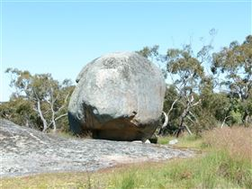 Tolmer Rocks - Accommodation Tasmania
