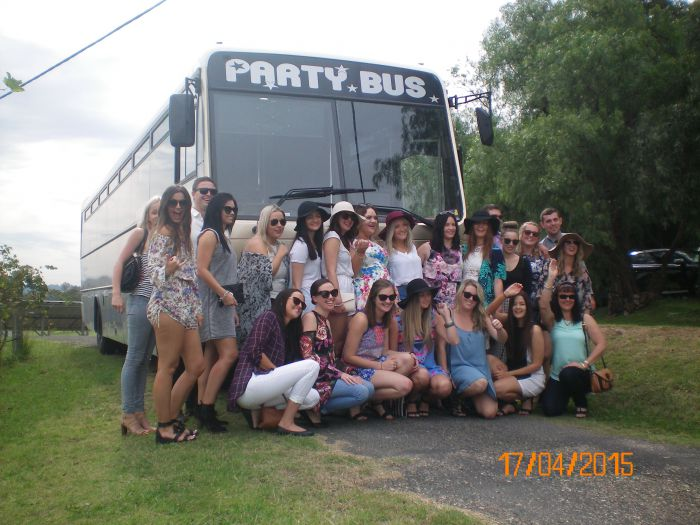 R  R Bus and Leisure Hire - Accommodation Tasmania