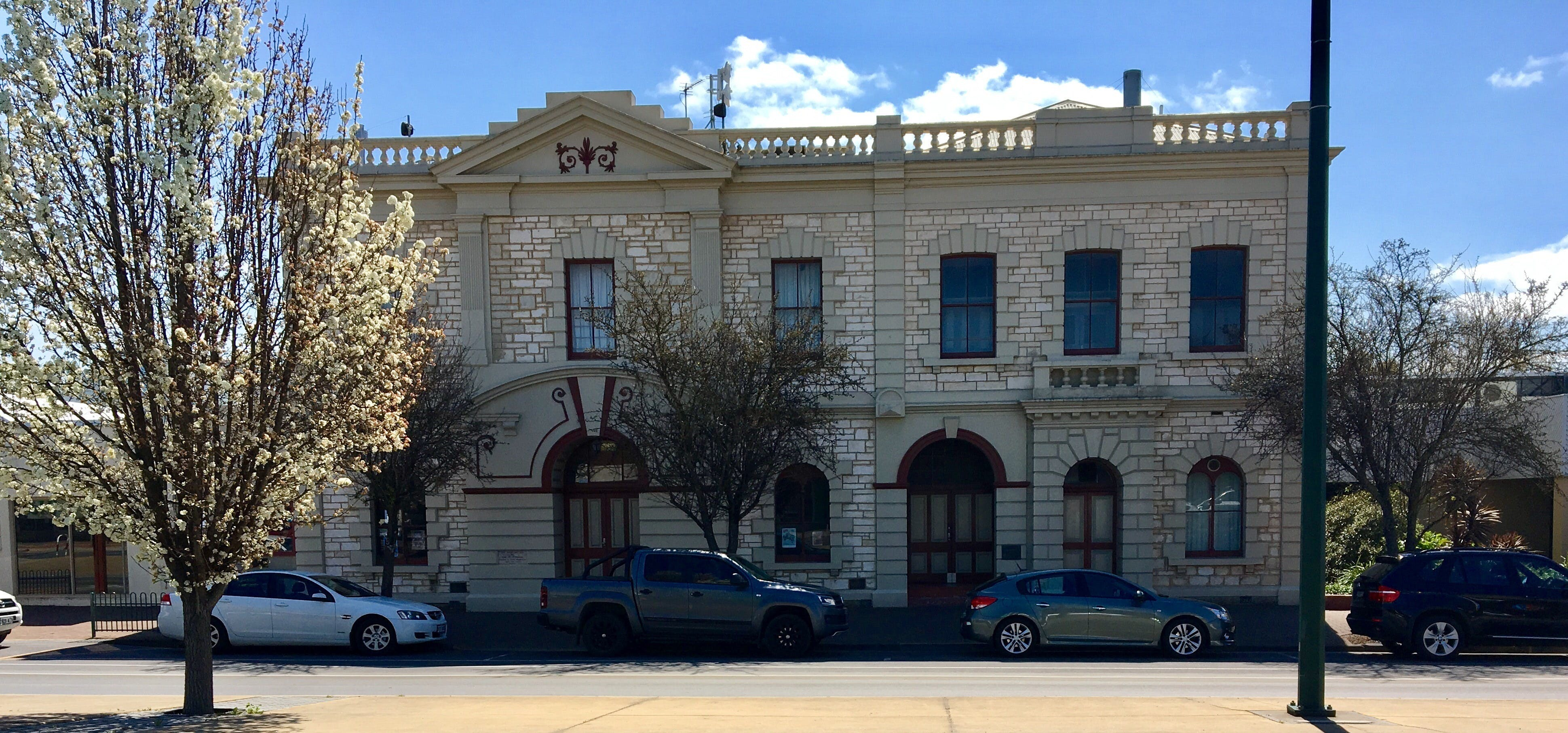 Naracoorte Town Hall - Accommodation Tasmania