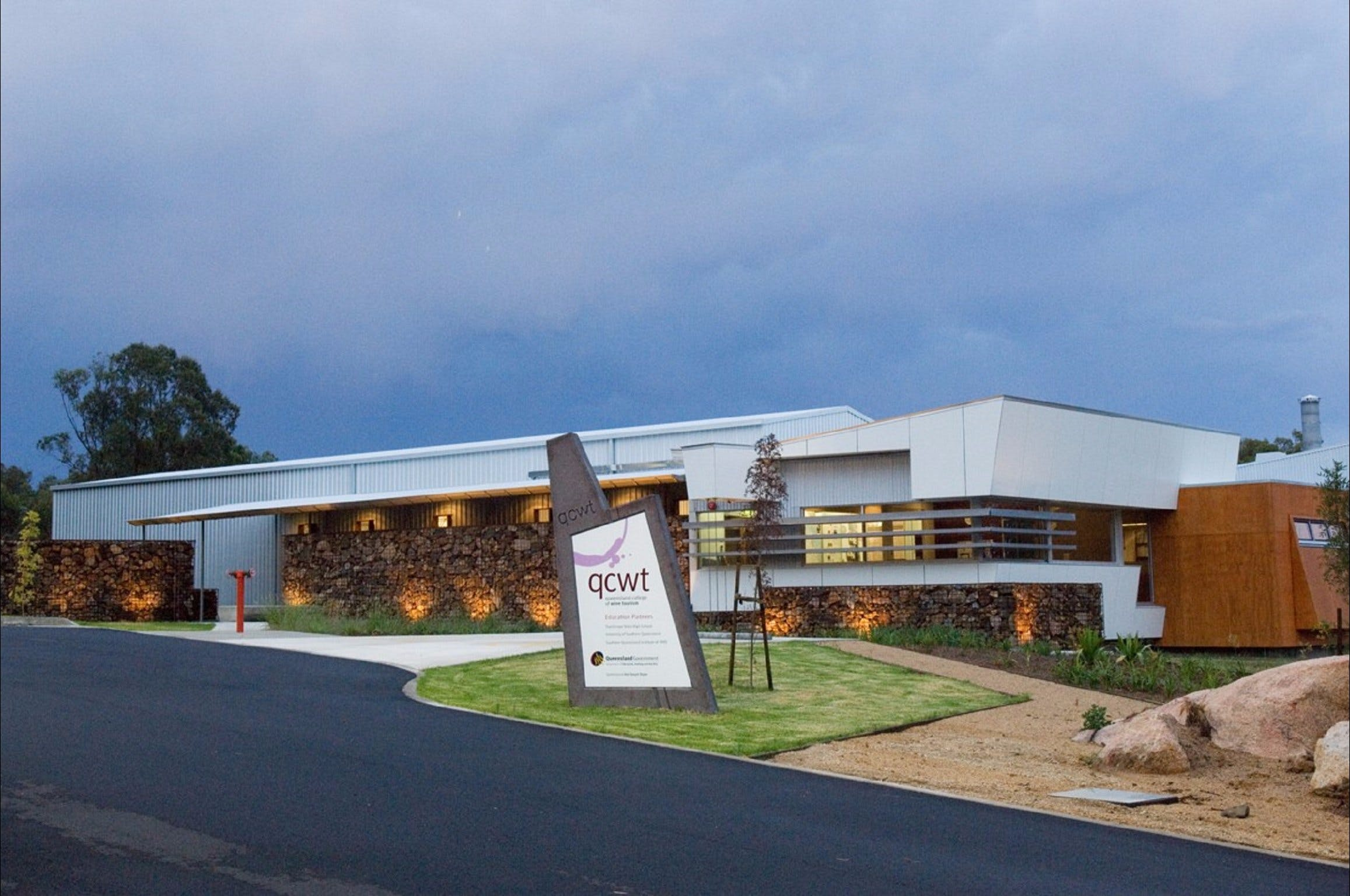 Varias Restaurant and Function Centre at the Queensland College of Wine Tourism - Accommodation Tasmania