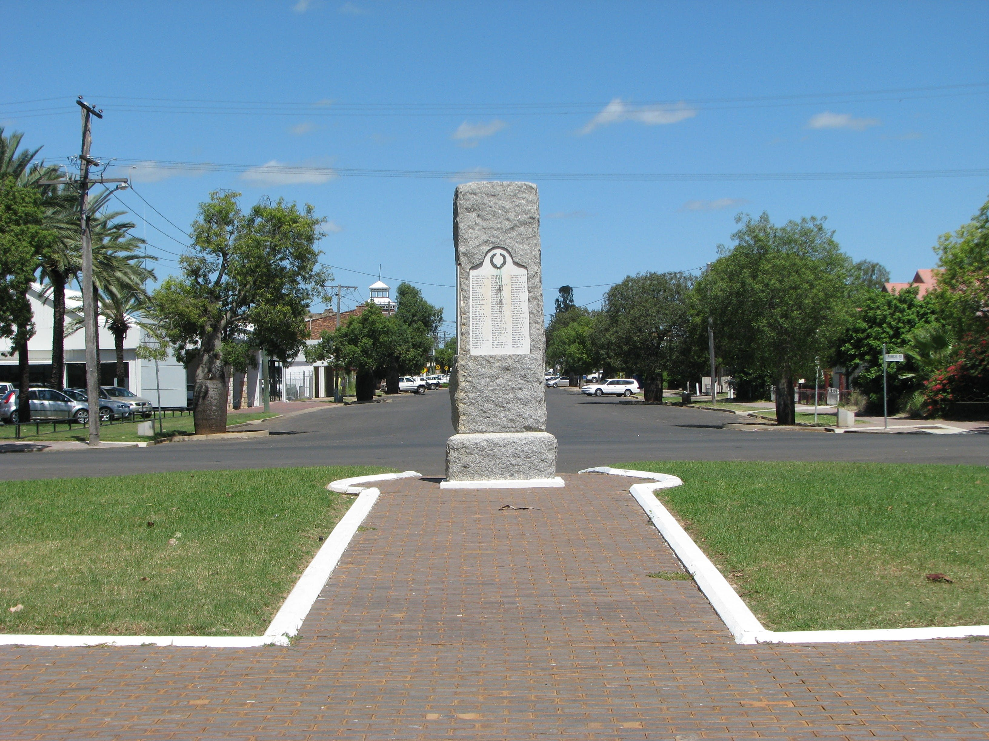 War Memorial and Heroes Avenue Roma - Accommodation Tasmania