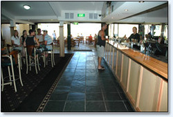 Bateau Bay Hotel - Accommodation Tasmania
