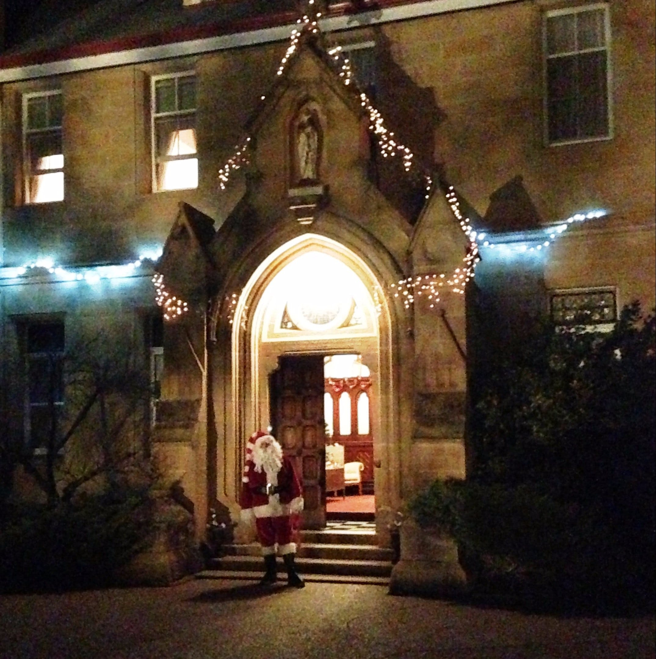 Abbey of the Roses - Christmas in July - Accommodation Tasmania