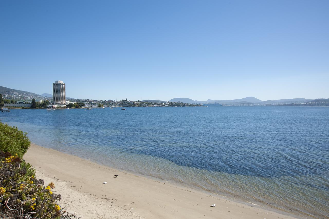 Sandy Bay Waterfront Home - Accommodation Tasmania